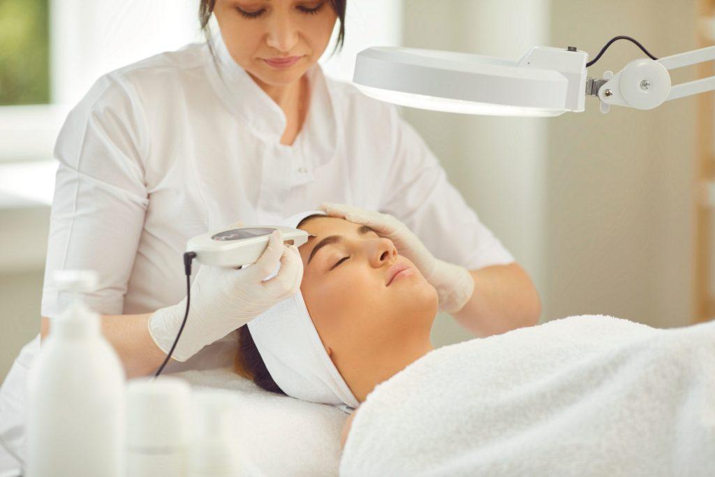 看護師の新卒1年目で美容クリニックへ就職するメリットは新卒1年目は美容看護師として長く活躍できることにある