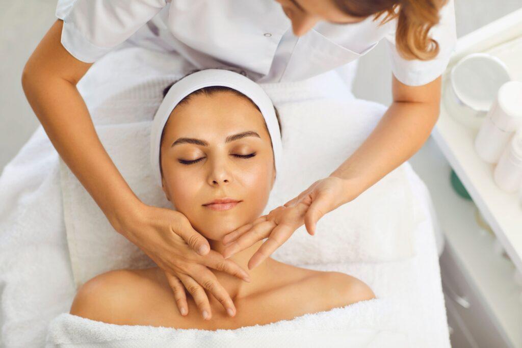 知らないと損する美容看護師にオススメの美容資格は日本エステティック協会の認定エステティシャン
