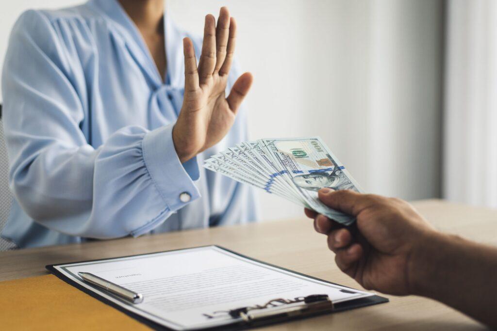 看護師転職サイトの祝い金制度は廃止